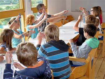 Kinder lernen Knoten beim SvSE